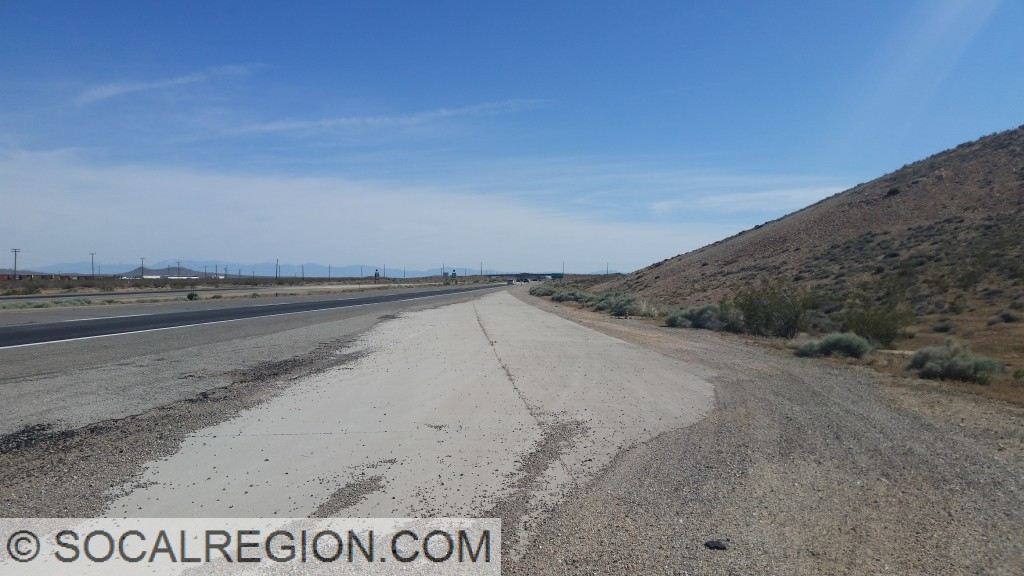 Concrete leading into the Route 14 freeway south of Mojave. These lanes were to be a part of the Route 14 Mojave Bypass leading to the west of town. Looking south.