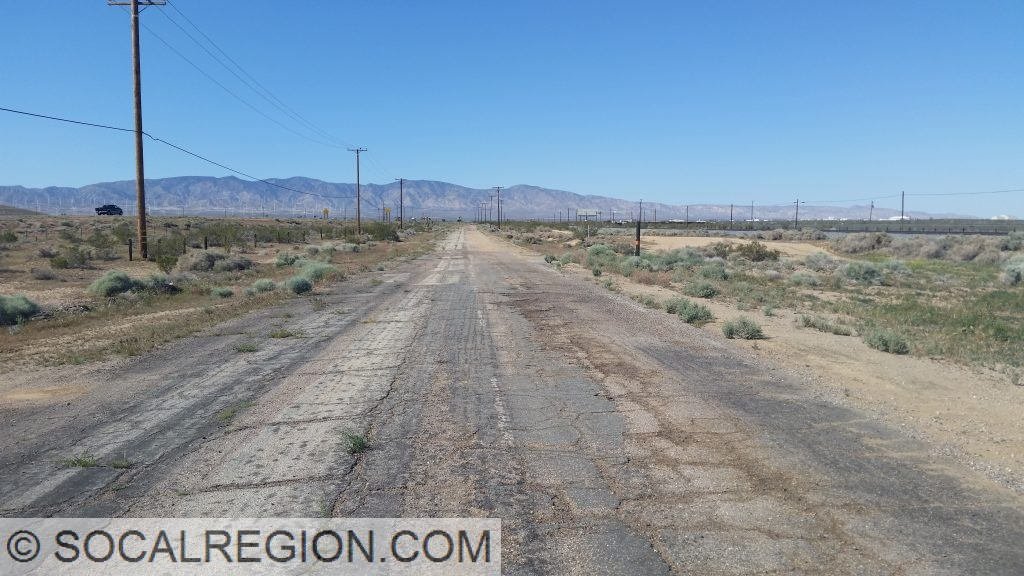 Old section of US 6 south of Mojave near the end of the freeway. Looking north.