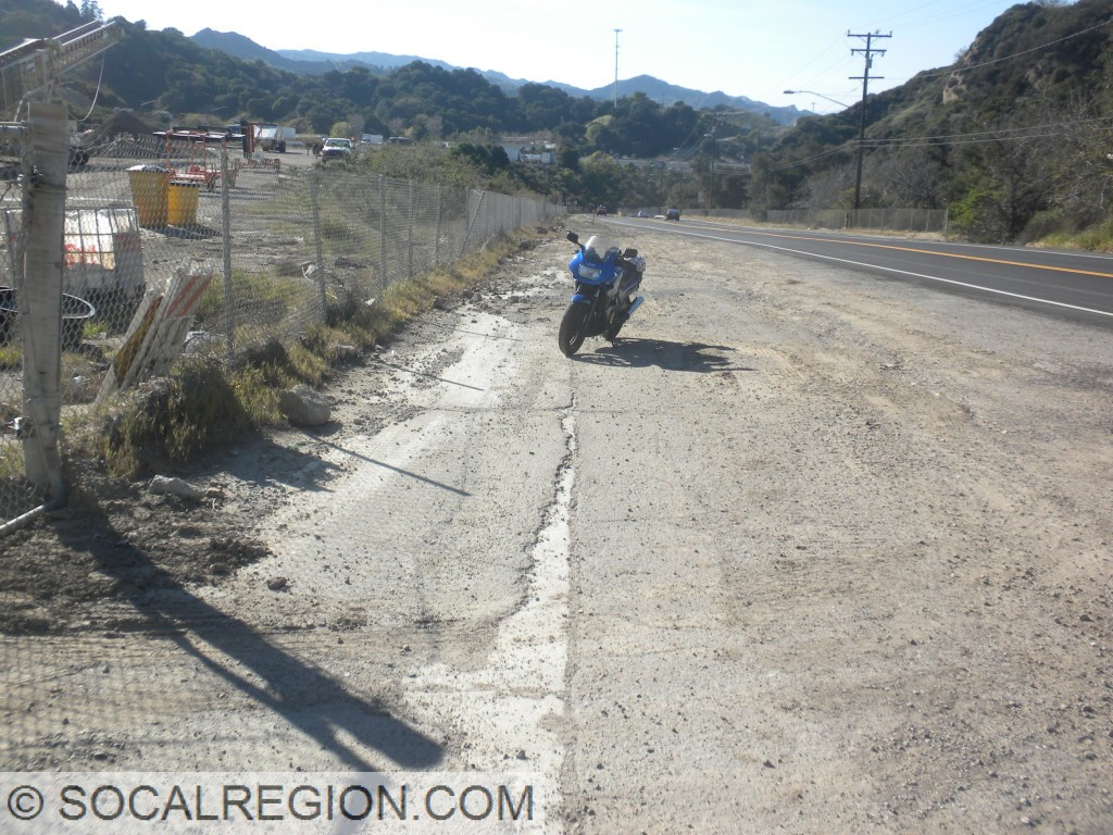 Looking northerly toward Gavin Canyon. This was the location where I-5 was temporarily rerouted onto old US 99 in 1994.