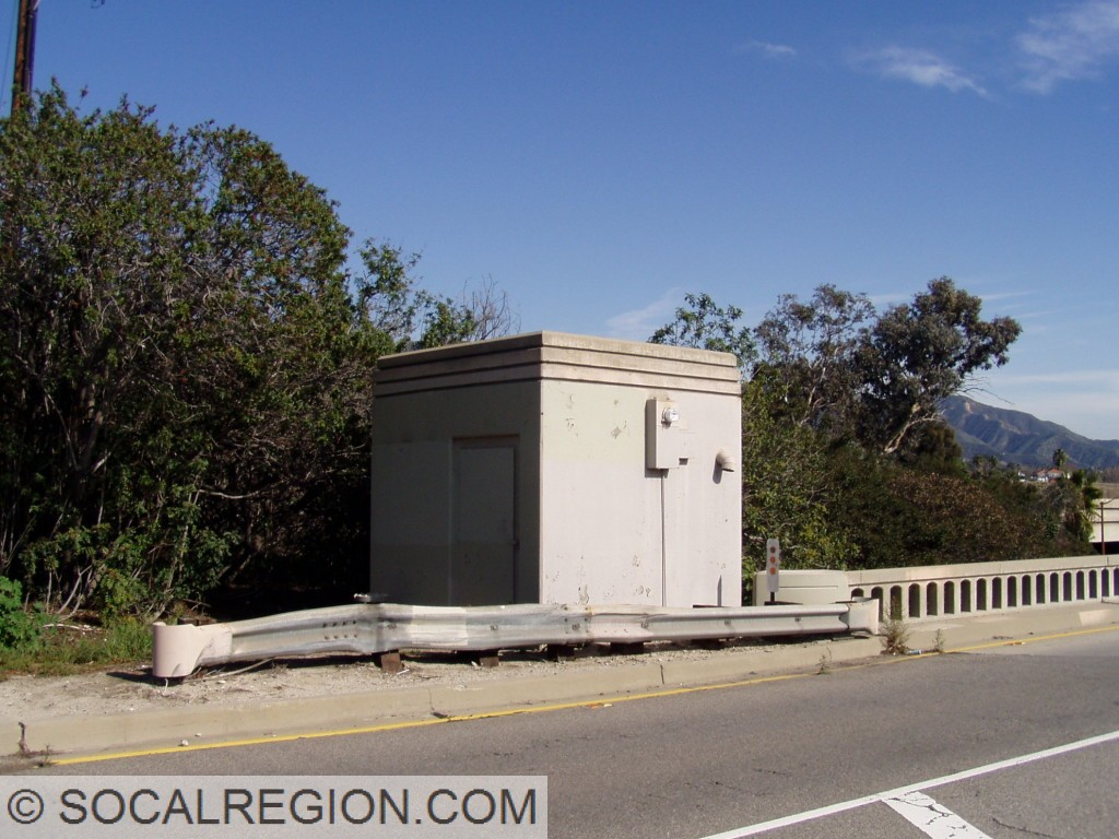 Pumping plant for the North Burbank UP. Note the styling at the top of the structure.