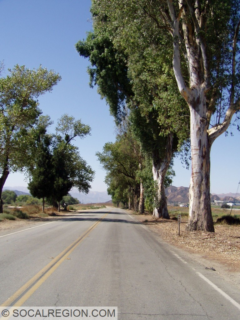 Old alignment near Castaic Junction. This was the typical view of State 126 from Castaic Junction to Santa Paula before it was widened.