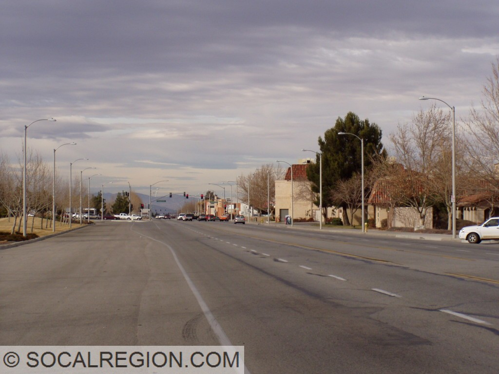 Looking north towards Palmdale Blvd (SR-138) from Sierra Highway.