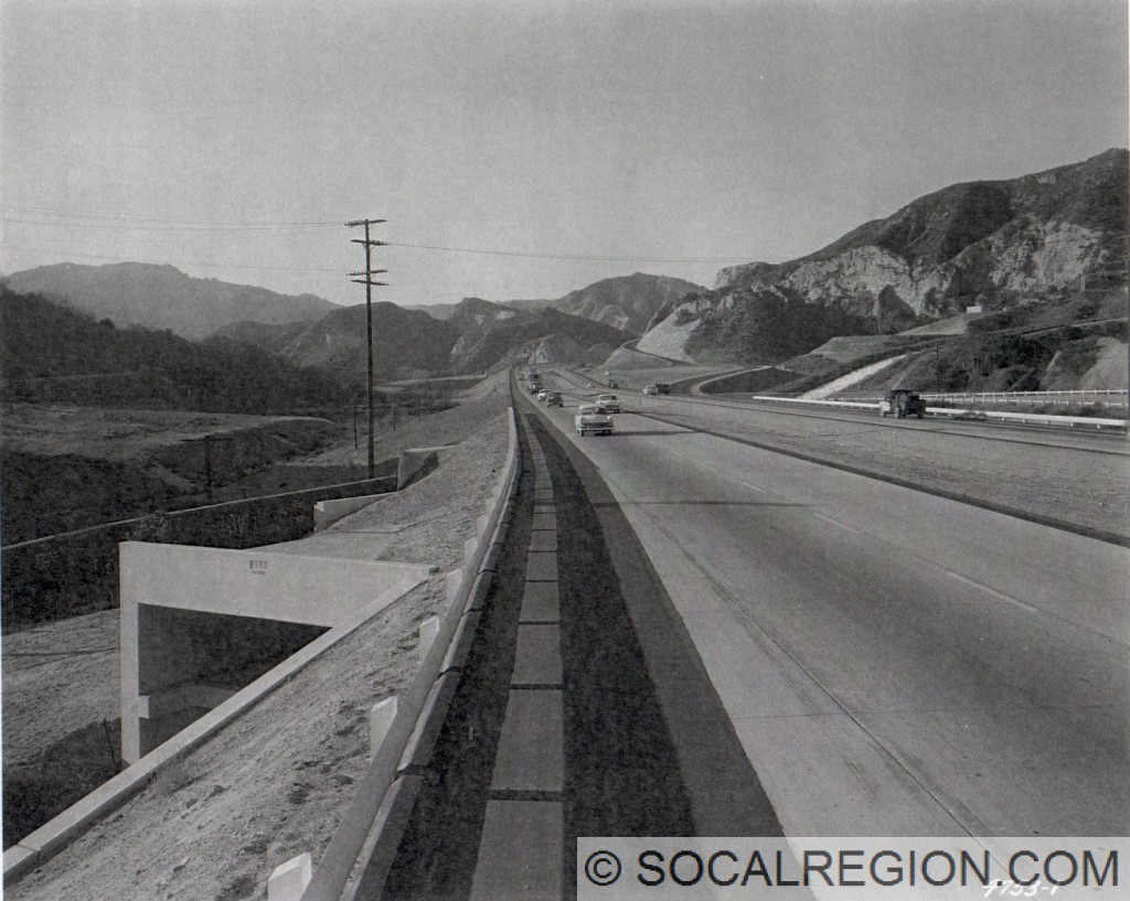 Golden State Freeway (US 6 / US 99) in 1955 at the Los Angeles Aqueduct, looking northerly. Balboa Blvd crosses over the freeway here today.