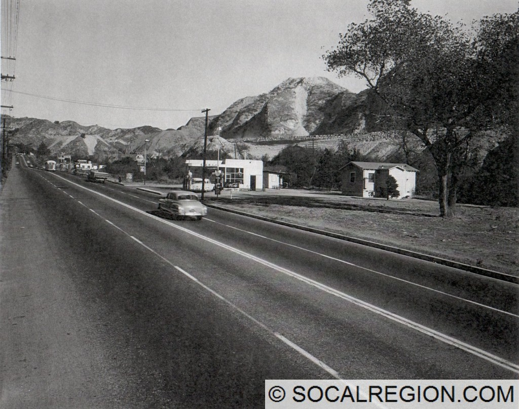 Northerly along San Fernando Road just south of  Tunnel Station in 1953. Note the freeway construction to the right.